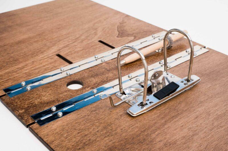 Aktenordner aus Holz personalisieren