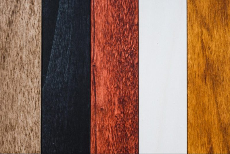 Fünf Farben der Holzordner